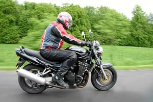 Motorcyklen er fart og frihed på to hjul. Med de rette kurser og det rette udstyr kan den indre biker udleves.