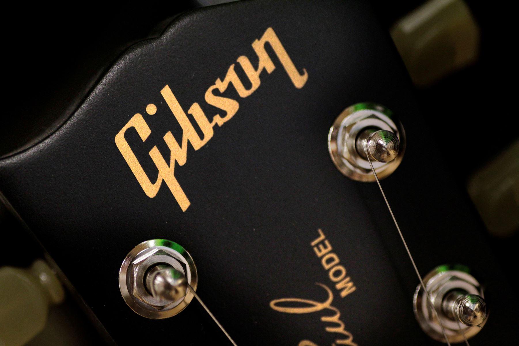 Guitarproducenten Gibson Brands er i store økonomiske problemer og søger nu derfor om reorganisering.