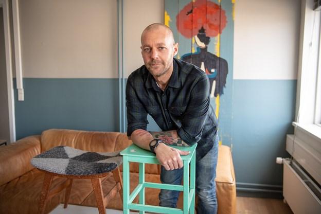 Han beholder en del af det oprindelige møbel og tilsætter sit eget præg og udtryk, fortæller Dan Bruun.