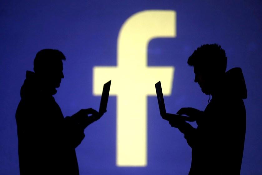 Vil du gerne sikre dig, at folk udefra ikke kan se alle informationer og opslag på din Facebook-profil, er der flere indstillinger, du selv kan ændre