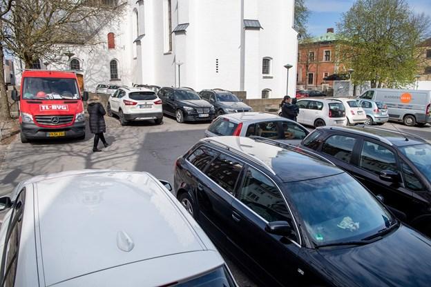 Pladsen blev ifølge Aalborg Stadsarkiv etableret som parkeringsplads i forbindelse med Gammeltorvs regulering i midten af 1960'erne.