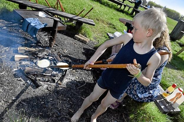 Klitmøller Spejderne tilbød at man kunne lave pandekager over bål. Foto: Ole Iversen