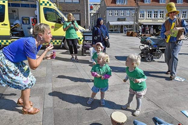Nogen var så glade at de brød ud i spontan sæbe-boble-dans. Foto: Ole Iversen