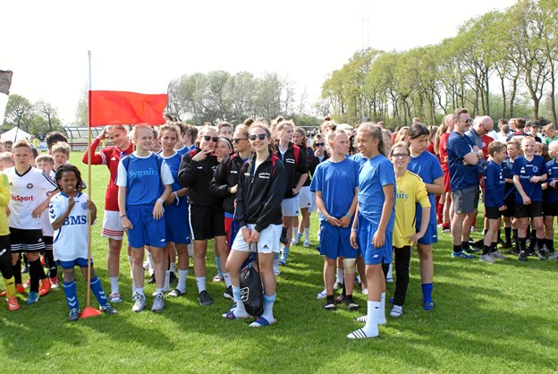 Et polsk pigehold fotograferet under åbningsceremonien ved Aalborg City Cup. Foto: Ole Skouboe