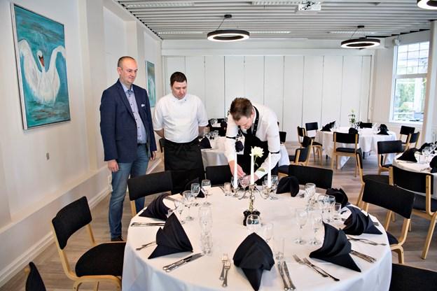 I restauranten bydes gæsterne velkommen med ny belysning og lyse omgivelser. Foto: Kurt Bering