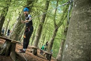 Se billederne: Superligaspillere legede Tarzan i skoven