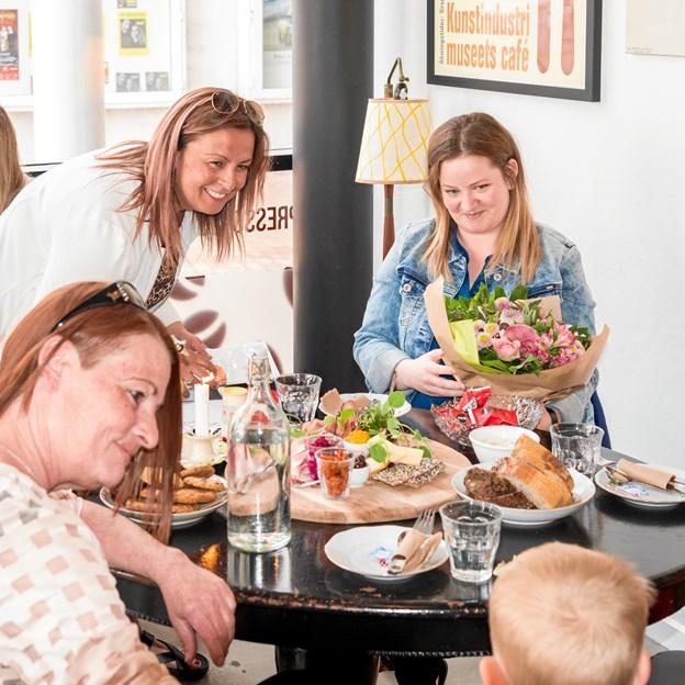 Rikke Ejsenhardt nød dagens opgave og glædede sig sammen med dagens vinde og hendes familie. Foto: Aage Møller-Pedersen