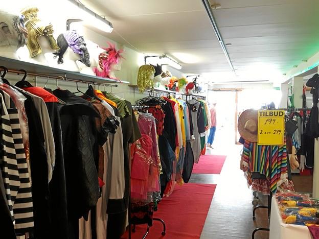 Der er kostumer til enhver smag i den nye pop up butik i Nørregade. Foto: Karnevalseksperten