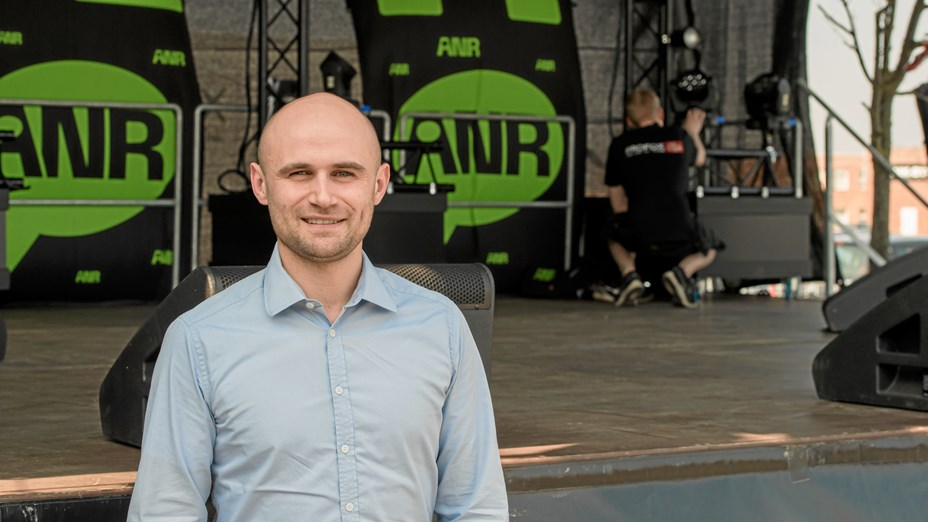 Fest og festival: Mikkel står for scene, lys og lyd
