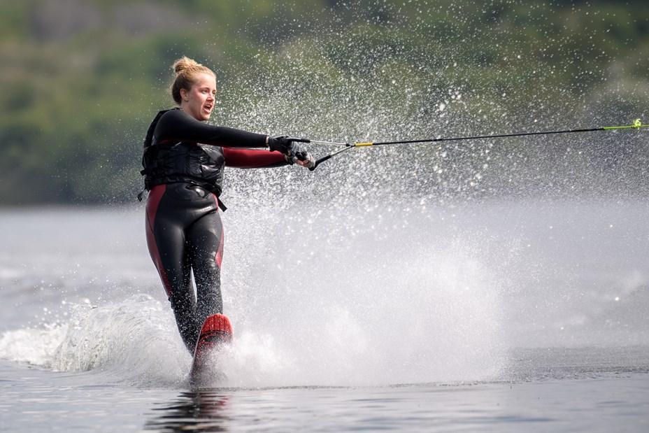 På vandet igen: Se billederne fra Bramslev Vandskiklubs sæsonstart