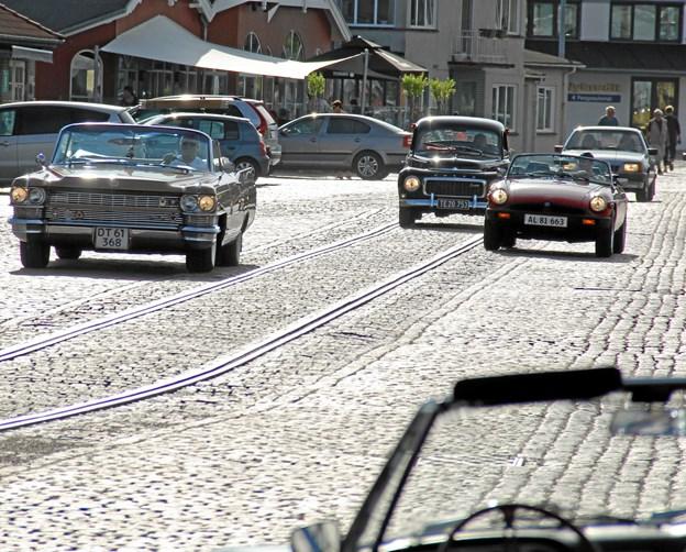 Også denne sommer kan man hver torsdag forvente at se veteranbiler komme rullende langs med kajkanten i Hobro. Privatfoto