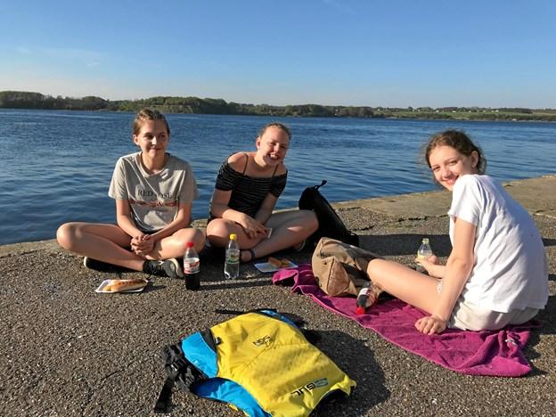 Vejret var med de unge, som også kunne hygge sig ved stranden. Privatfoto
