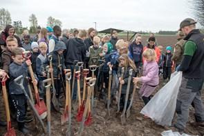 350 elever plantede stor klimaskov