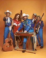 - Countrymusik er jo glad og ukompliceret musik