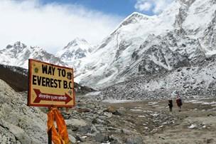 Dansk bjergbestiger har nået toppen af Mount Everest - følgesvend måtte give op