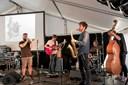 Se fotos: Jazzmusik med saxofon og kontrabas