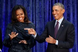 Barack og Michelle Obama skal producere indhold til Netflix, oplyser selskabet med 125 millioner abonnenter.