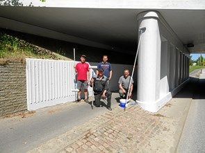 Frivillige har malet viadukten