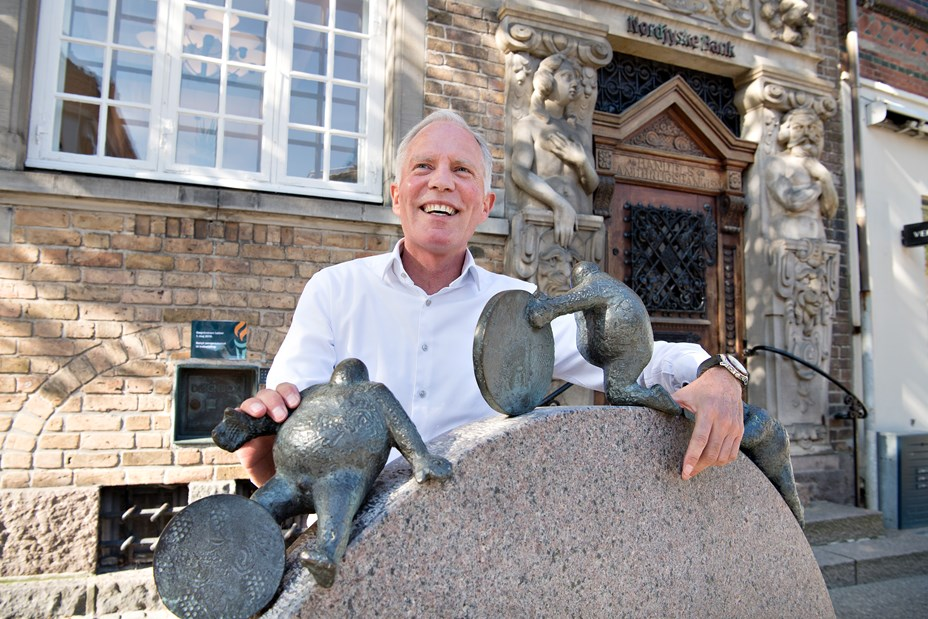 40 år med banken - nu gearer Mikael Jakobsen ned