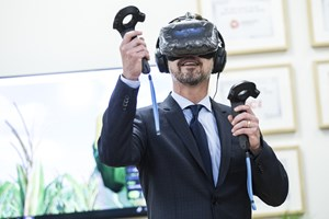 Dagen bød blandt andet på flere gaver, virtual reality og gin, da kronprins Frederik besøgte Aarhus.