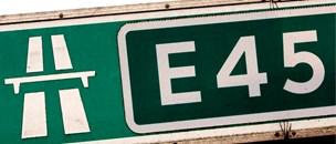Kø på E45: Tre biler stødte sammen i myldretiden