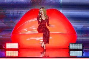 Den australske hitsanger Kylie Minogue har igennem en lang karriere haft en sikker sans for at levere den effektive popmelodi. Mandag 28. maj fylder hun 50 år.