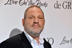 Fredag vil politiet i Manhattan anholde Harvey Weinstein og rejse anklager mod ham, erfarer flere medier.