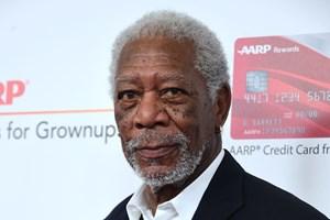 Otte anonyme kvinder har anklaget skuespilleren Morgan Freeman for upassende eller krænkende opførsel.