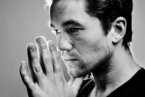Jakob Oftebro, der er kendt fra store danske film og tv-serier, er kommet alvorligt til skade under optagelse.