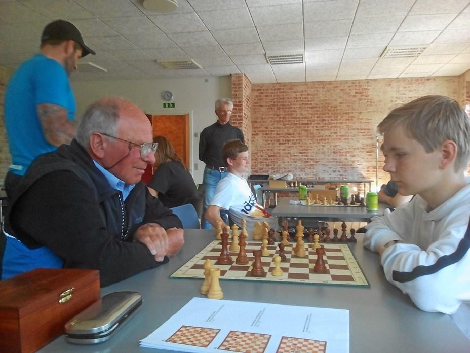 Ungdomsskolen besøgte skakklubben