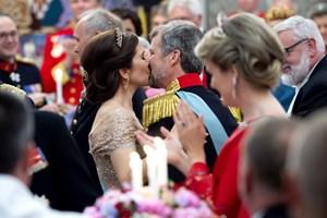 Kronprinsesse Mary fortæller om en kronprins med mange facetter. Børnene synes, han er en dårlig taber.