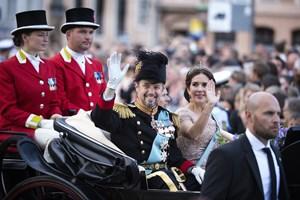 Kronprins Frederiks 50-års-fødselsdag er blevet fejret med landsdækkende løb, karettur og gallataffel.