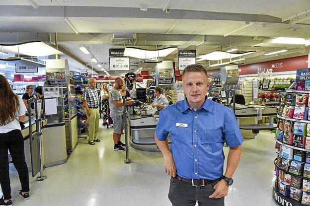 33-årige Lars Christensen, Højbjerg, er fra i fredags 1. juni ny uddeler i SuperBrugsen i Thisted. Foto: Ole Iversen