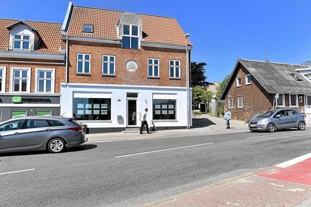 Når skilte og dekoration kommer på plads, vil mange flere finde Per Pedersen i gadebilledet. Ikke mindst med rigeligt med P-pladser lige ved huset.Foto: Ole Iversen