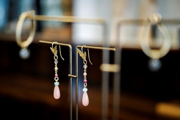 Aalborgs ældste guldsmedeforretning har i mere end 140 år forskønnet kunderne med smukke smykker.