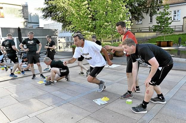 Farveræs på Store Torv. Forrest Team Politisk Baghjul: Ib Poulsen (hvid), Simon Kollerup (rød) og Torben Overgaard (sort) Foto: Ole Iversen