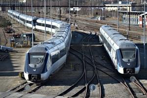 Et overgravet kabel ved Randers får DSB til at aflyse alle lyntog mellem Aalborg og Aarhus indtil klokken 18 mandag