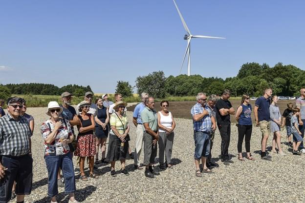 Mange borgere havde fundet vej til vindmølleområdet.