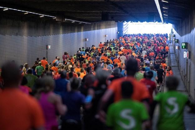 Det er et vildt syn, når næsten 6.000 mennesker løber igennem tunnelen. Arkivfoto: Henrik Bo