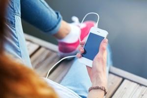 Ifølge en ny undersøgelse bruger danskerne på en gennemsnitlig dag 17 minutter på nyheder op mobilen.