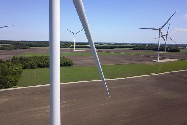 De seks vindmøller ved Handest Hede har været længe undervejs, og først til oktober er de i fulde omdrejninger.
