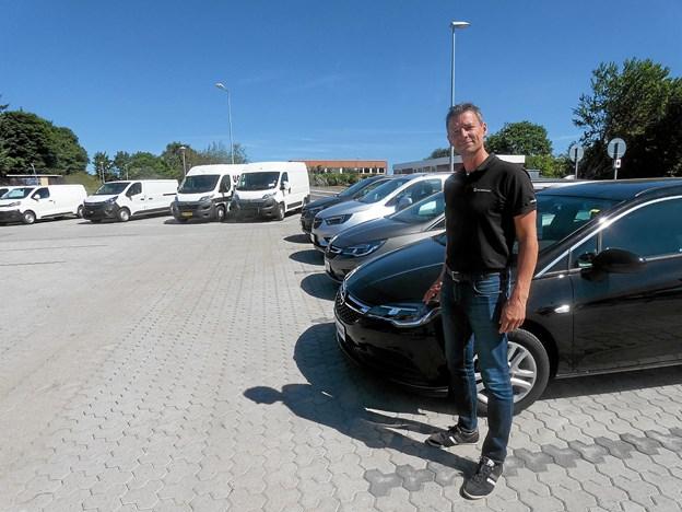 Lars Mølgaard er glad for de nye og forbedrede forhold til både udstillingsbiler og kundernes biler. Foto: Peter Mortensen