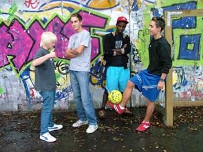 Fodbold på asfalten