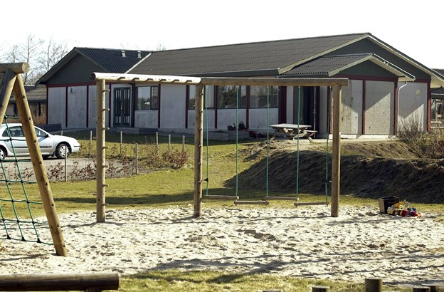 Hvornum Skole blev sammen med seks andre kommuneskoler blev nedlagt i 2010, hvor byrådet blev enige om en ny skolestruktur. I fremtiden kan den ske at blive midlertidigt hjem for turister og håndværkere.