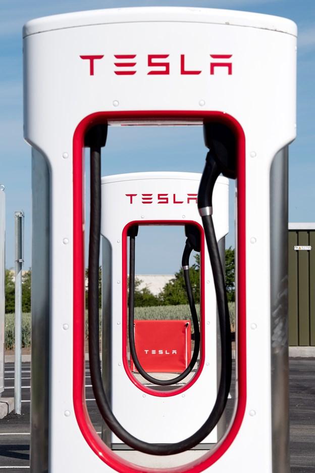 Selve opladningen af en Tesla elbil tager blot omkring 30 minutter. Foto: Henrik Bo