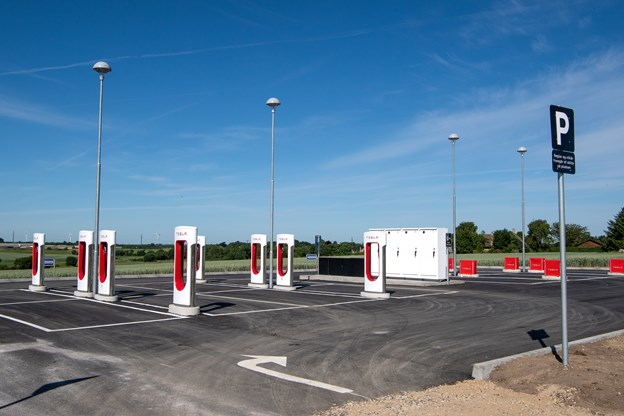 Ny Tesla-ladestation i Haverslev. Foto: Henrik Bo