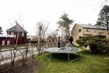I stedet for at gå gennem systemer og administration bør danskerne tale sammen om nabostridigheder.