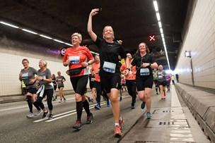 Galleri: Over 5000 motionister løb 21 kilometer gennem Aalborg - var du med?