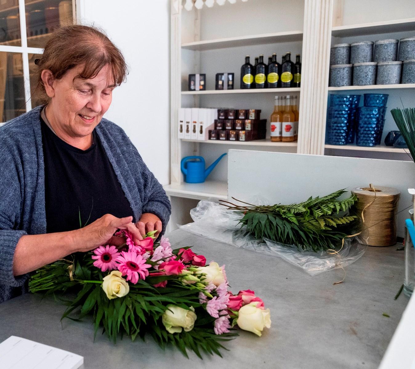 Efter voldsom brand: Blomsterhandler genåbner i midlertidig forretning
