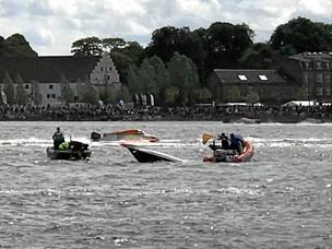 Powerboat-race blev afblæst: Uforsvarligt at lade lette både fortsætte i stærk vind
